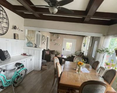 Private room with shared bathroom - Long Beach , CA 90813