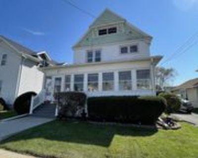 411 West 10th Avenue - 2 #2, Oshkosh, WI 54902 3 Bedroom Apartment