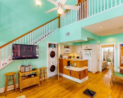 Classic Key West Living w/ a Full Kitchen, Balcony, & Shared Pool - Uptown - Upper Duval