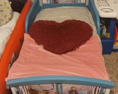 Toddler bed frozen theme