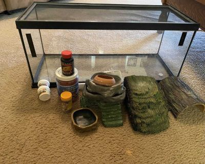 Bearded dragon enclosure (Will not separate)