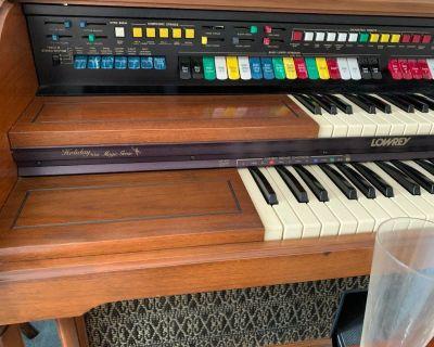Lowrey Organ - FREE