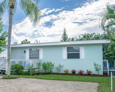 Affordable, quality accommodations. This one bedroom, one full bath, pet friendly home has been remodeled and tastefully decorated - Fort Myers Beach