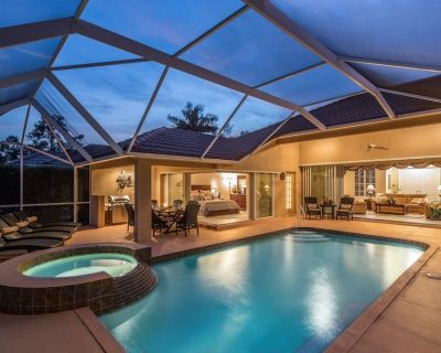 Stunning Lakefront 4 bedroom 3 bath very private pool home with hot tub - Naples