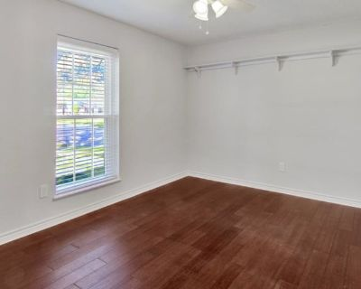Private room with own bathroom - Friendswood , TX 77546