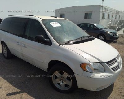 Salvage White 2005 Dodge Grand Caravan
