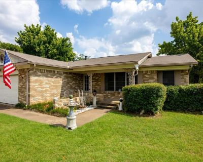 6109 Over Lake Dr, Fort Worth, TX 76135