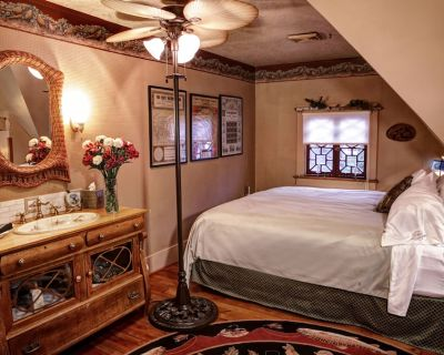 The Queen, A Victorian Bed & Breakfast - Bellefonte
