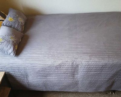 SET OF 2 REVERSIBLE TWIN BEDDING SETS - SEE ALL PHOTOS