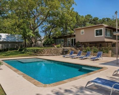 My Happy Place! One block off Main St, private pool! - Fredericksburg