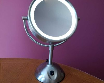 double sided lighted magnifying makeup mirror