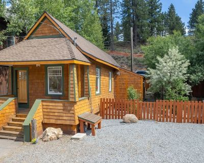 Shabby to Chic Charming Historic Downtown Truckee Home - Downtown Truckee