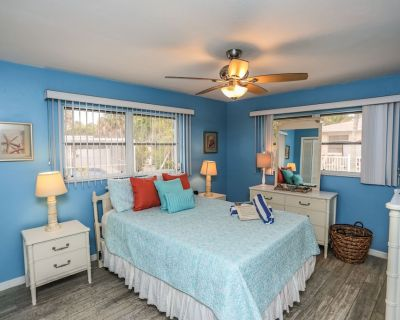Open and airy, tastefully decorated, pet friendly for dogs, and proximity to the beach best describes this 2 bedroom, 2 bath duplex on a corner lot - Mid Island