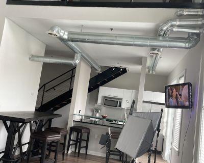 Spacious one bedroom loft in heart of Atlantic Station - Atlantic Station Area