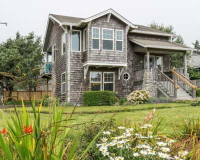 5 Star Home, 1 Block to Beach, Haystack Rock Views, 2 King Beds, Quiet Area! - Tolovana Park