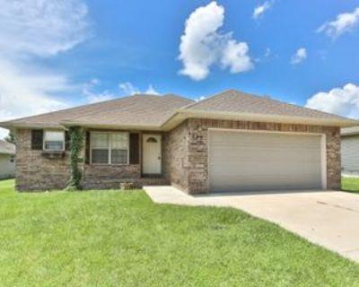 643 Parrish Ln #1, Nixa, MO 65714 3 Bedroom Apartment