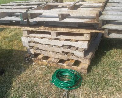 Wooden pallets(FREE)