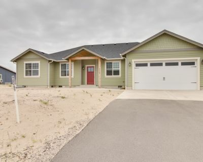 Newly built lakeview home w/ firepit & bikes, 1 mile from beach - Warrenton