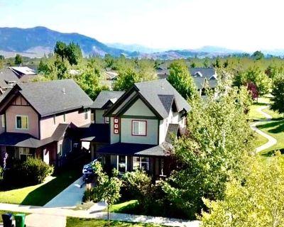 Walk to restaurants! Modern 3 bed, 2 1/2 bath home. Fenced backyard. Great area! - Valley West