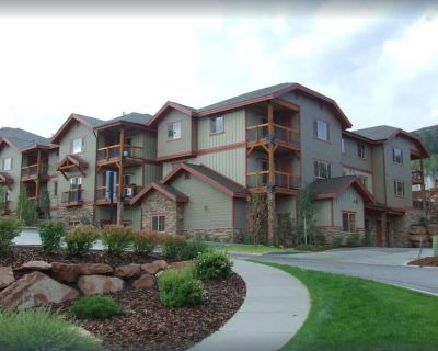 Exceptional Vacation Home with Shared Pool and Hot Tub - Bear Hollow Village