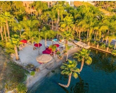 Lakefront Oasis with private beach!! Vacation vibes - Canyon Lake
