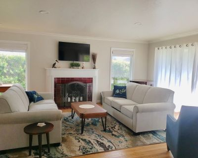 Great location! Near beach and across from golf course. - Seaside