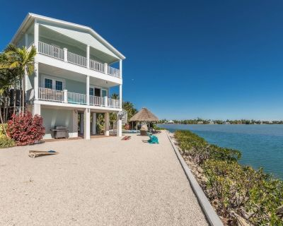 New Listing!!! Paradise Point - Luxurious Open Water Home W/ Pool, Tiki, Dockage & Pet Friendly! - Sugarloaf Key