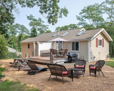 NEW: Walk to Bay Side Beaches in this Renovated, Sun-Filled Home - North Eastham