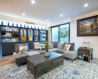 Hip Fully Furnished Condo In The Heart Of Studio City - Studio City