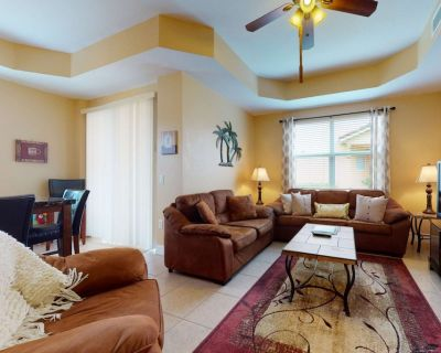 Desirable Gated Townhome Community! Close to Beaches! Heated Community Pool, Free Parking & Wi-Fi! - Fort Myers