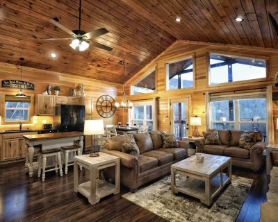 Newer Construction! 2 Bedroom Luxury Cabin - 1 Mile From Downtown - R&R Retreat - Gatlinburg