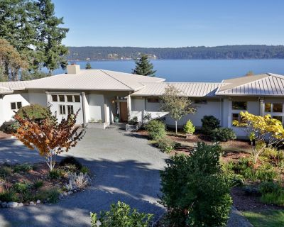 Beautiful High Bank Waterfront House on 5 Acres With Water Views - Greenbank