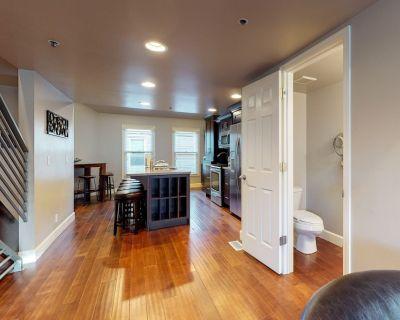 Lofty, contemporary condo within three blocks of the Park City Mountain Resort! - Downtown Park City