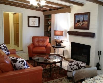 Western Bunkhouse on 8 Acre Estate w/ Private Pool, Tennis & Pickleball (NW) - Casas Adobes