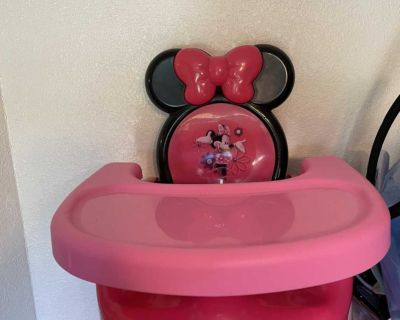 Minnie Mouse booster high chair