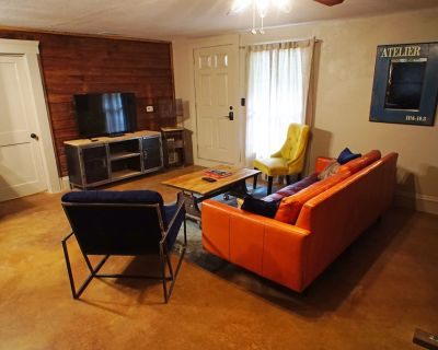 Industrial Chic Guesthouse - Seminole Heights