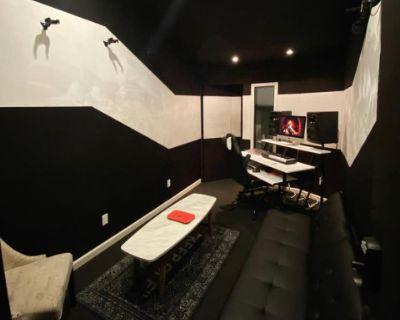 Recording Studio in the heart of Burbank, CA, Burbank, CA
