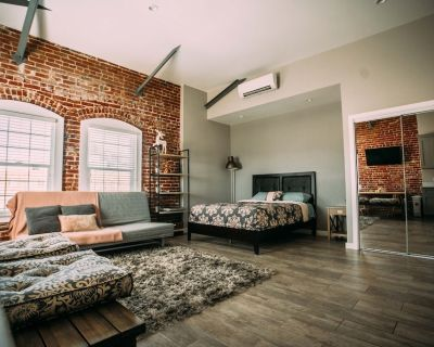 Brick wall studio loft in Hollywood - Hollywood