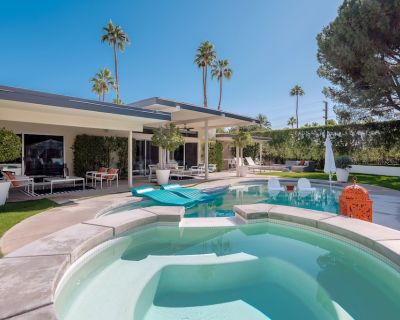 Saltwater Pool with Tanning Shelf, Spa, Two Fire Pits, Outdoor Shower, Free WiFi - Palm Springs