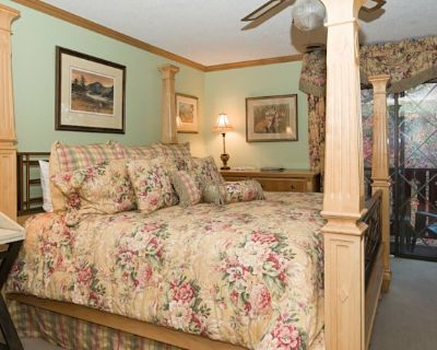 Foxtrot Bed and Breakfast - Chalet Village
