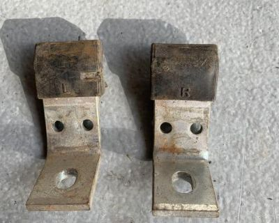 Seat rail stop brackets