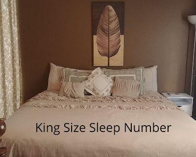 3 Bed 2 Bath Westside Minutes to I40 Driveway Parking King Sleep Number Bed - Westgate Heights