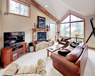 Darling Townhouse w/Slope Views, Private Hot Tub, Deck, Gas Grill, Free WiFi - Winter Park