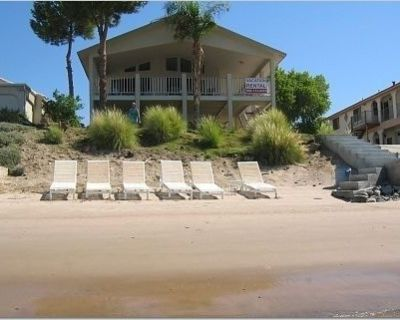 Colorado River -- Riverfront Vacation Home---Private Beach and Launch Ramp - Mohave Valley