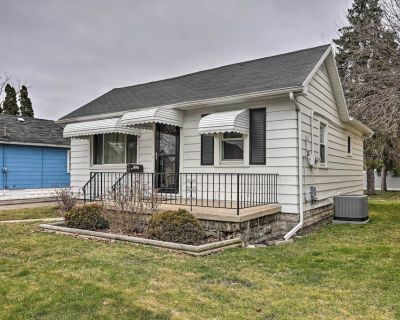 NEW! Cozy Toledo Home w/ Fire Pit, Steps to Water! - Toledo