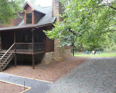 Toccoa Riverfront Retreat - Cabin on private Toccoa river shoreline - Mineral Bluff