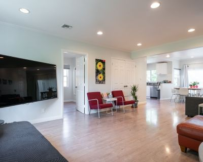 Newly Remodeled Garden Home - Easy access to Tourist Attractions - Encino