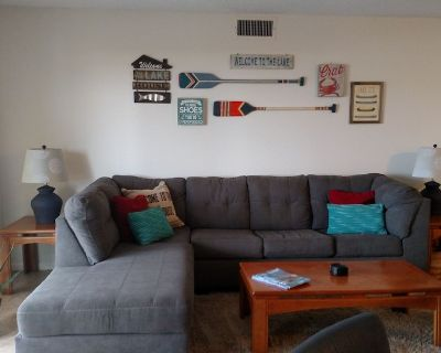 Lakefront 3 bed 2 bath. Swimming pool, hot tub, FREE WIFI close to everything! - Village of Four Seasons