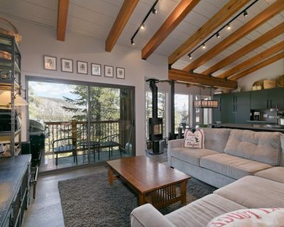 Ski-in, Ski-out Condo with Access to Both Eagle Lodge and Canyon Lodge - Mammoth Lakes