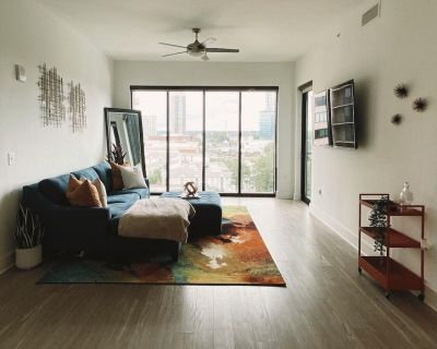 Luxury Buckhead high-rise with FREE Parking, Gym, Pool and WIFI! - Buckhead Heights